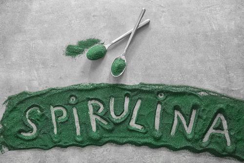 Suplemento verde de spirulina