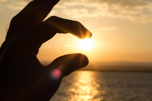 Mão contra o sol