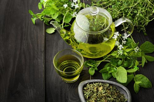 Jarra de chá de erva-balleira