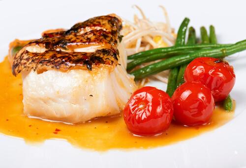 Prato peixe e tomate